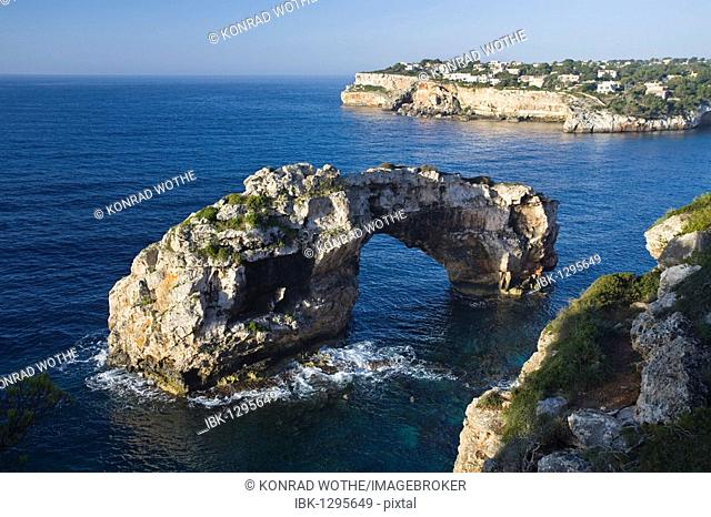 Archway of Es Pontas, Cala Santanyi Bay, Mediterranean Sea, Mallorca, Majorca, Balearic Islands, Spain, Europe