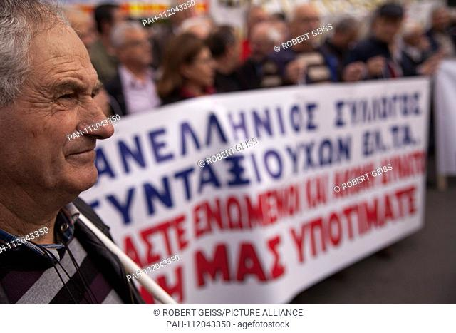 Greek pensioners during protest against planned cut in pension payments beginning 2019. 20.11.2018 | usage worldwide. - Athen/Greece