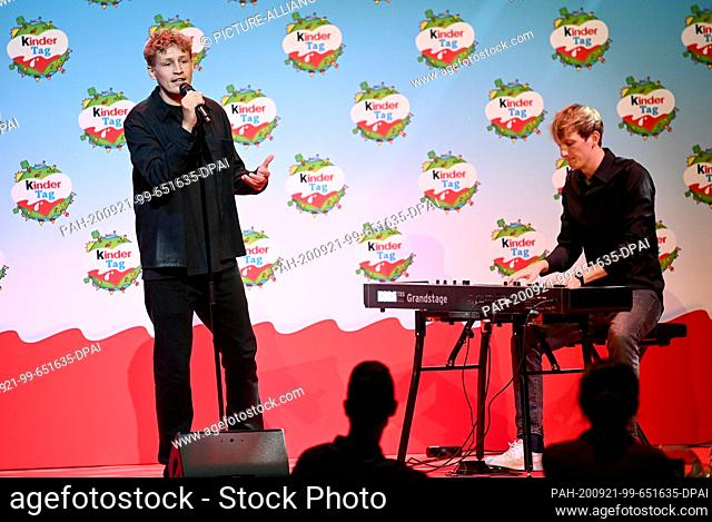 """20 September 2020, Berlin: Tim Bendzko (l) and Klaus Sahm are on stage at """"""""kinder Tag 2019"""""""" in Radialsystem V. On the occasion of World Children's Day"""