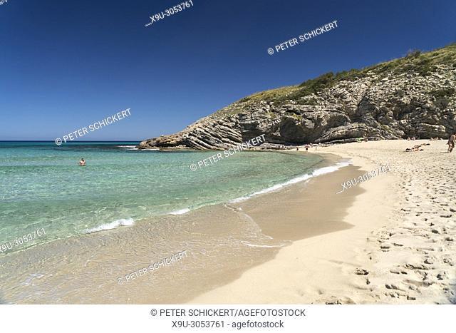 Strand und Bucht der Cala Torta bei Arta, Mallorca, Balearen, Spanien | Cala Torta beach and bay, Arta, Majorca, Balearic Islands, Spain,