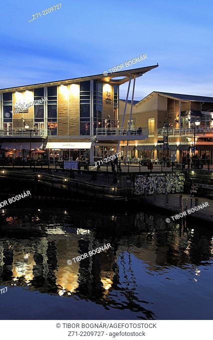 UK, Wales, Cardiff, Bay, skyline, restaurants, nightlife,