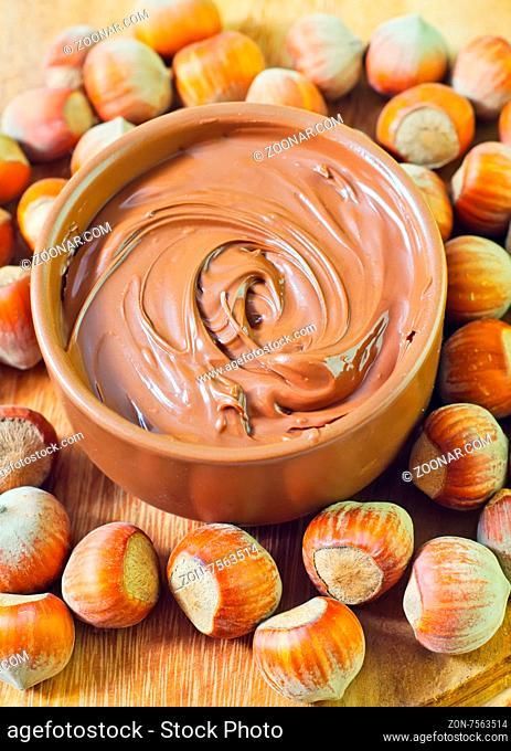 creame with hazelnuts