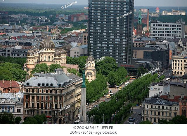Das Stadtpanorama ueber die Altstadt von Riga der Hauptstadt
