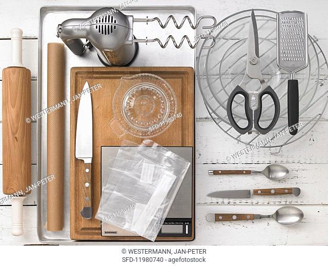 Kitchen utensils for making peach buns