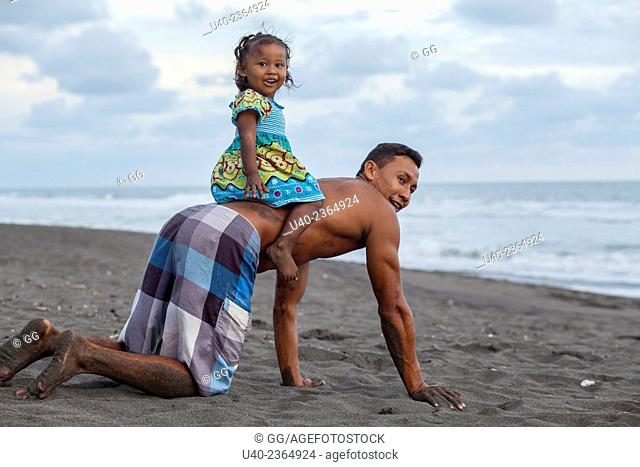 Guatemala, Father and daughter playing on the beach