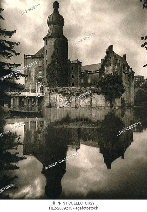 'Gemen (Westfalen). Wasserschloss', 1931. Artist: Kurt Hielscher