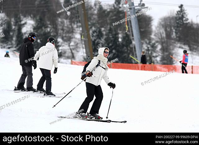 27 February 2020, Hessen, Willingen: A female skier goes down the slope. More snowfall is expected during the day. Photo: Uwe Zucchi/dpa