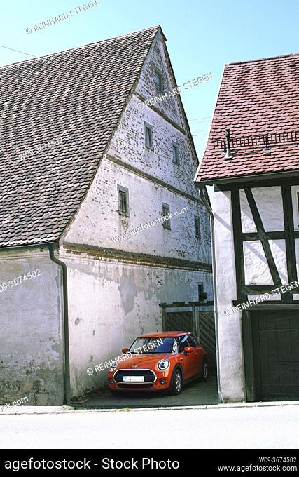 gap between houses, Mini, car