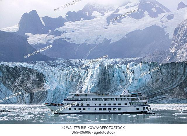 Johns Hopkins Inlet. Cruiseboat 'Spirit of Endeavour'. Johns Hopkins Glacier. Glacier Bay National Park. Southeast Alaska. USA