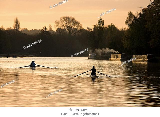 England, Oxfordshire, Oxford, Rowing practice on the River Thames at Oxford