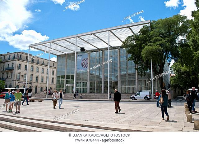 Carre d'Art, Museum of Contemporary Art designed by Norman Foster, Nimes, France