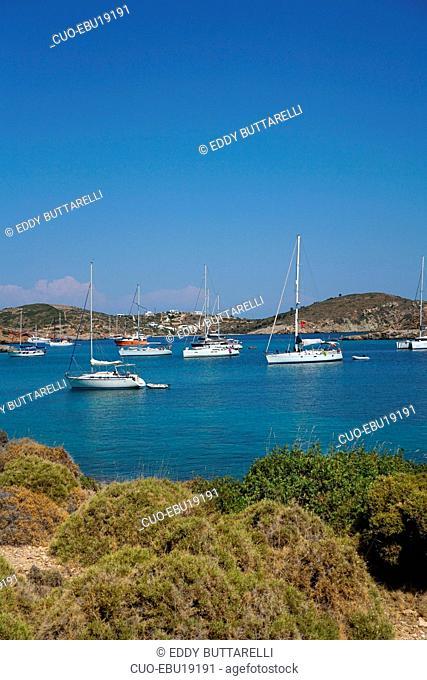 Sailboats moored at Katsadiá bay, Lipsi or Lissos island, Dodecaneso, Southern Aegean sea, Twelve Islands, Greece, Europe