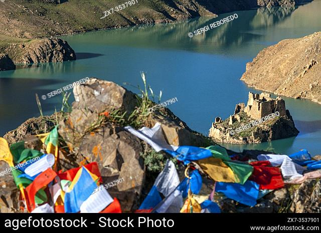 Simi La lake holy place, Simi-la pass, Shigatse Prefecture on the Friendship highway Tibet, China. The Simila Pass above Manla Reservoir Gyantse County in the...