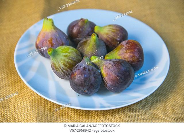 Black figs. Still life