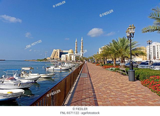 Radisson Blu Sharjah hoteland Almaghfirah Mosque, Dubai