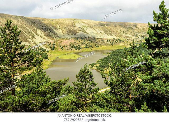 Laguna Larga and laguna Negra. Parque Natural de las Lagunas de Neila. Neila. Burgos province, Castile-Leon, Spain
