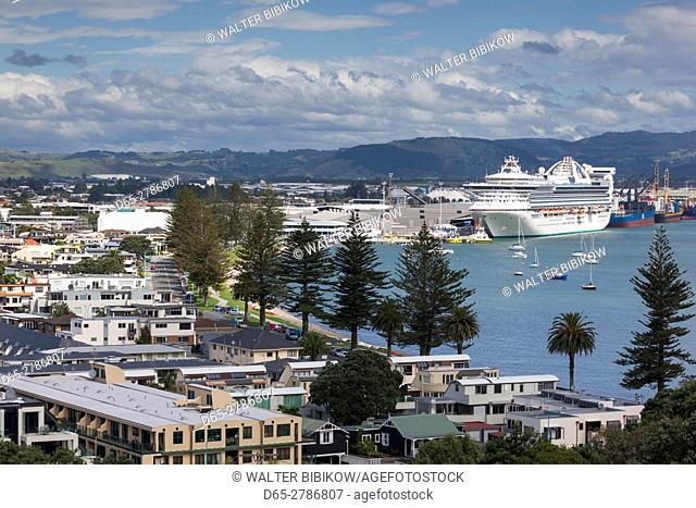 New Zealand, North Island, Mt. Manganui, elevated port view from The Mount