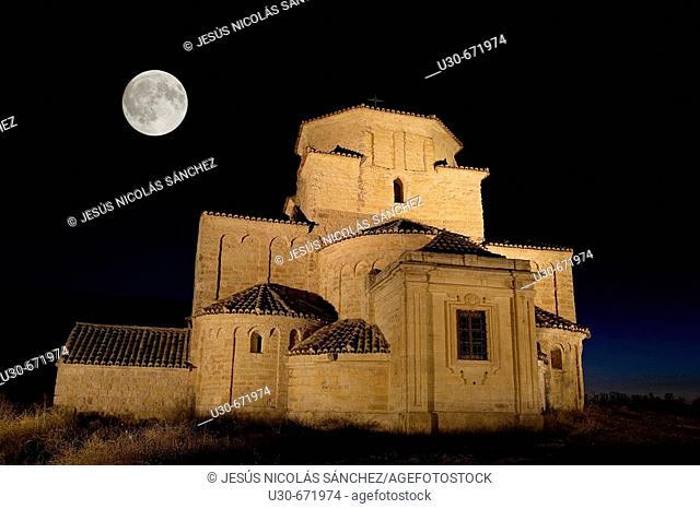 Romanesque church of Nuestra Señora de la Anunciada (built 11th century and refurbished 17th century). Urueña. Valladolid province, Spain