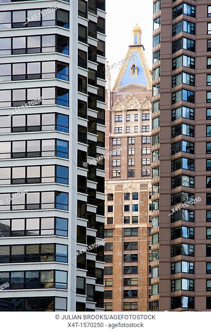 buildings in Chicago, Illinois, the old and the new