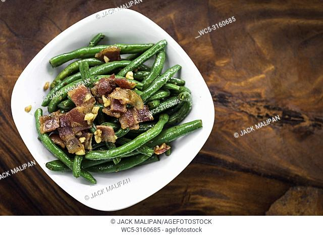 sauteed garlic butter green beans with bacon snack