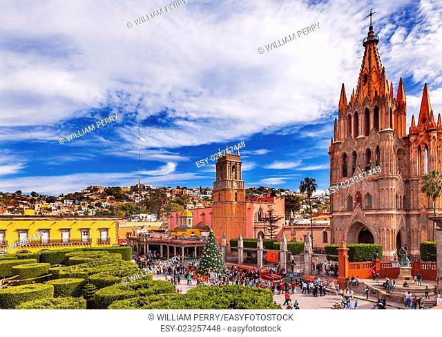 Parroquia Archangel church Jardin Town Square San Miguel de Allende, Mexico. Parroaguia created in 1600s. .