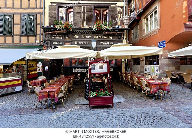 Street with typical wine bars, restaurants and small hotels in the Rue du Maroquin, Strasbourg, Alsace, France, Europe