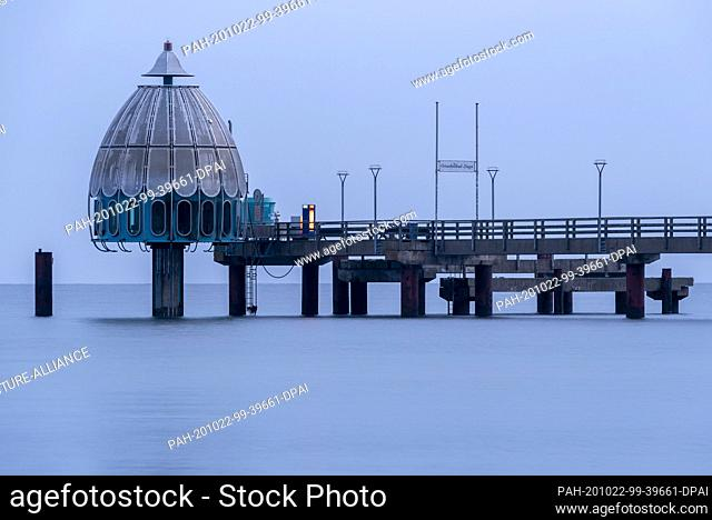 20 October 2020, Mecklenburg-Western Pomerania, Zingst: The Zingst diving gondola is located at the head of the 270 meter long pier