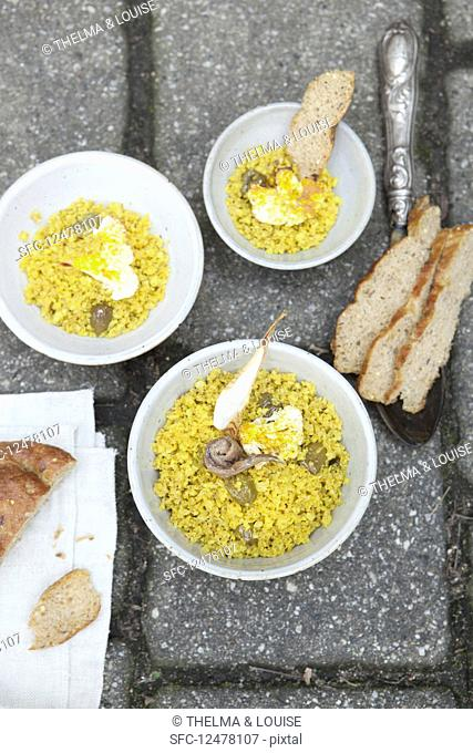 Cauliflower couscous with turmeric
