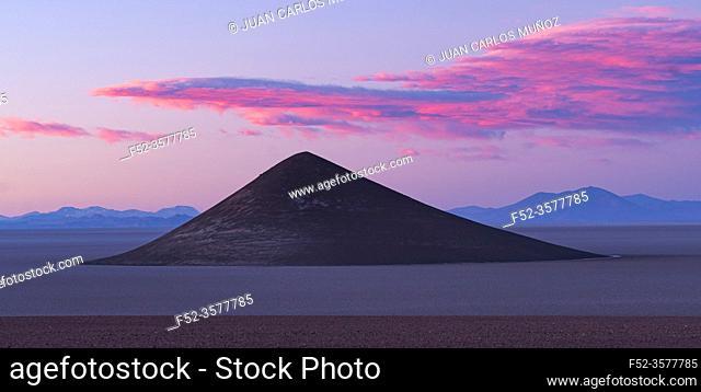 Cone of Arita, in the desert landscape of the Salar de Arizaro, La Puna, Argentina, South America, America