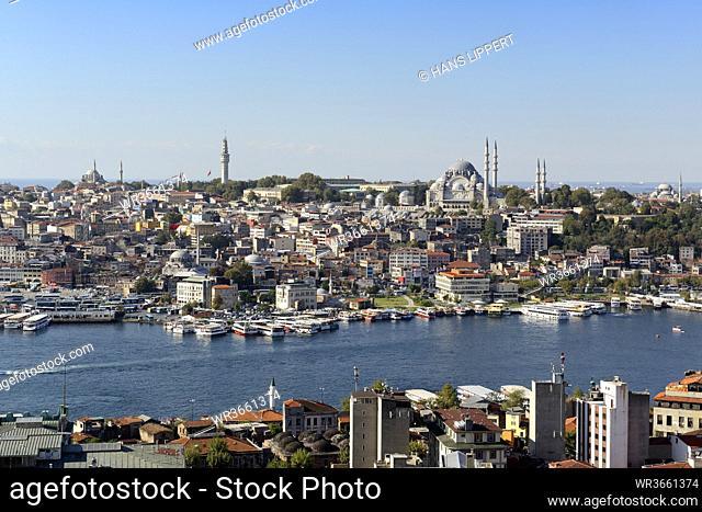 Turkey, Istanbul, View of Suleymaniye Mosque in city