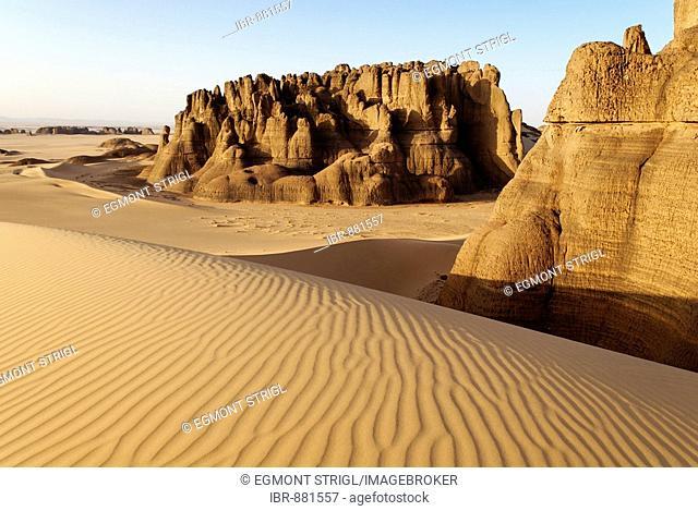 Rock formations in Tin Akachaker, Tassili du Hoggar, Wilaya Tamanrasset, Algeria, Sahara, North Africa