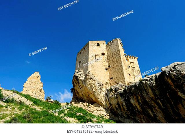 This castle of Renaissance style and simple lines was created as a defense structure. The castle, built on a rocky outcrop, has one single nave with vault