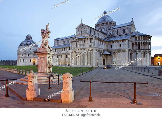 La fontana dei putti, fountain, Battistero, Baptistry and Duomo, cathedral in the evening light, Piazza dei Miracoli, square of miracles, Piazza del Duomo