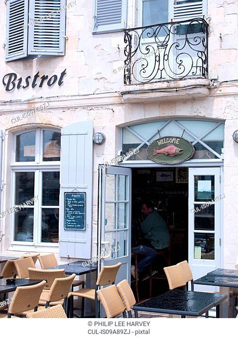 Restaurant in Saint-Martin-de-Re, Ile de Re, France