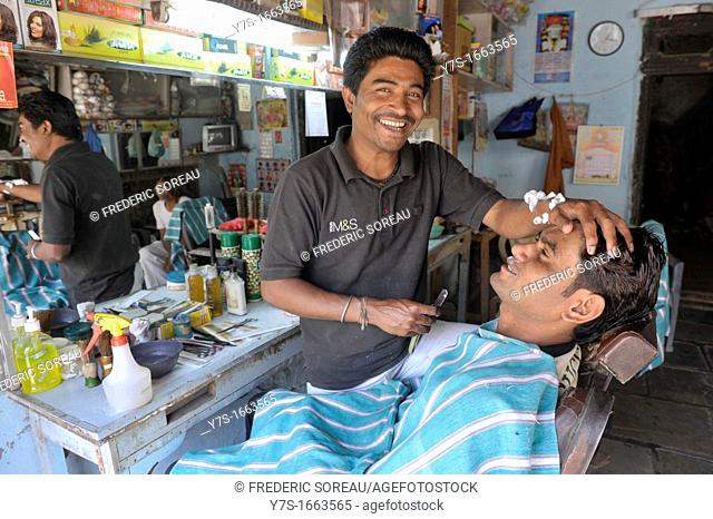 Asia, India, Delhi, indian barber giving man a wetshave