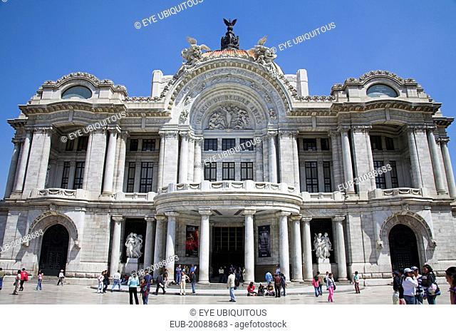 Palacio de las Bellas Artes, and Museo Nacional de Arquitectura, Alameda Central