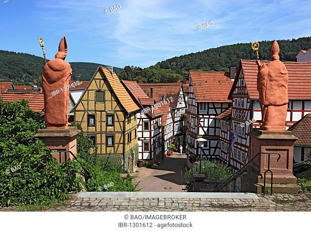 Bishop statues on the church steps of St Martin's Church, Bad Orb, Main-Kinzig district, Hesse, Germany, Europe
