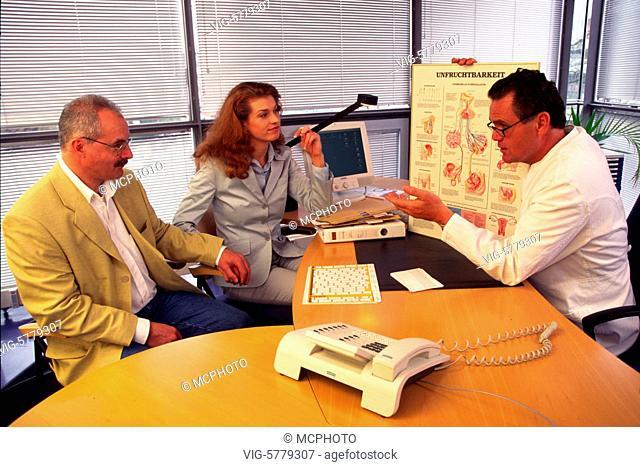 Ein Paar beim Arzt, 2003 - Germany, Germany, 05/04/2003