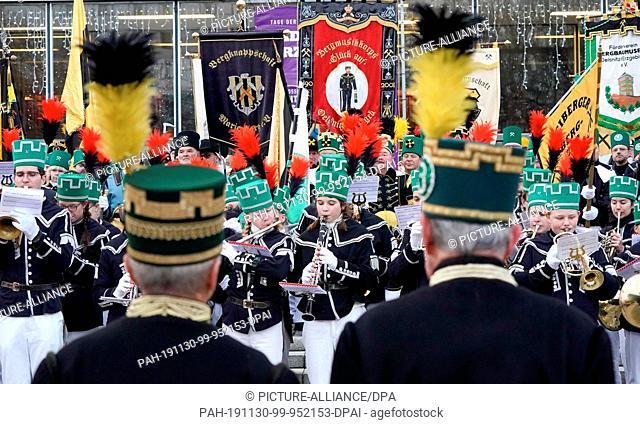 30 November 2019, Saxony, Chemnitz: Bergmannsvereine play to the great mountain parade of the Erzgebirge mountain brotherhoods