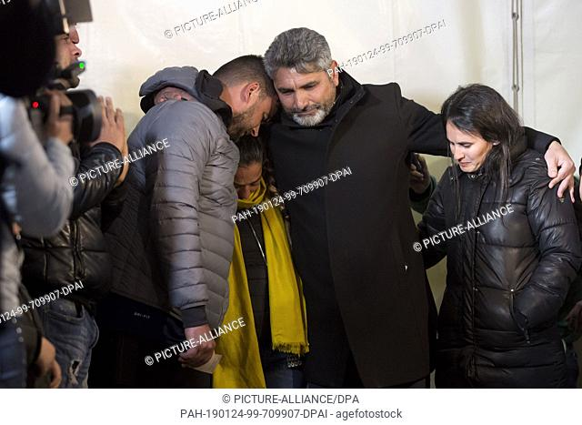 24 January 2019, Spain, Totalan: Juan Jose Cortes (M.), father of a girl murdered in 2008, embraces Jose Rosello (l) and Vicky Garcia (M