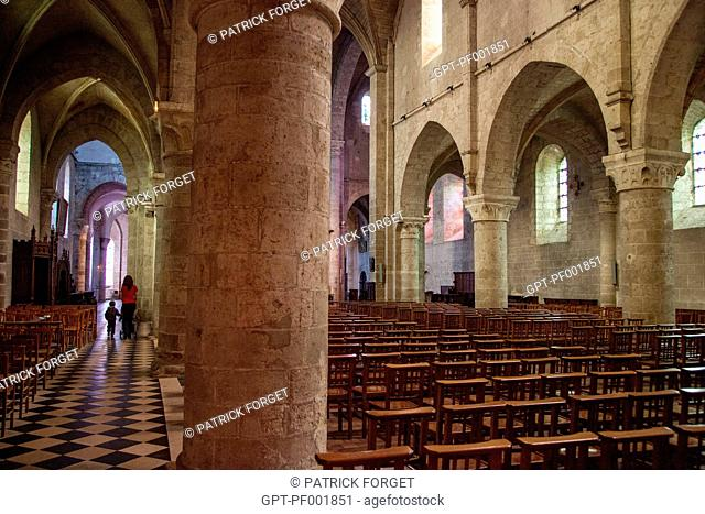 NAVE AND AISLE IN THE ABBEY CHURCH OF NoTRE-DAME IN BEAUGENCY, LOIRET 45, FRANCE