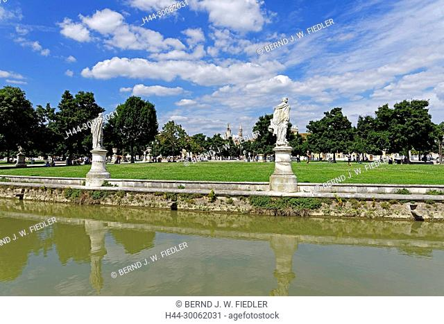 Europe, Italy, Veneto Veneto, Padua, Padova, Prato della Valle, town park, Isola Memmia, architecture, trees, plants, historically, people, people, park