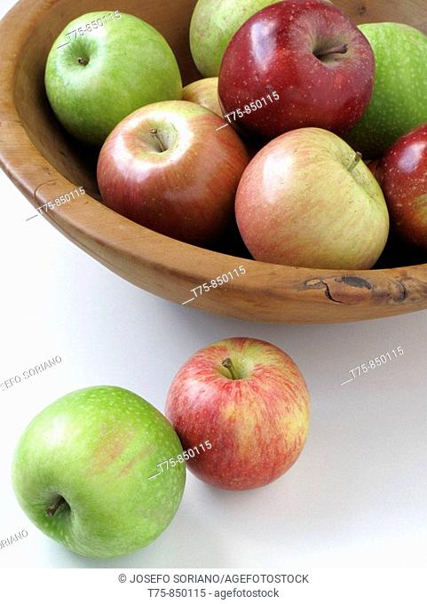 Wooden fruit bowl with apples