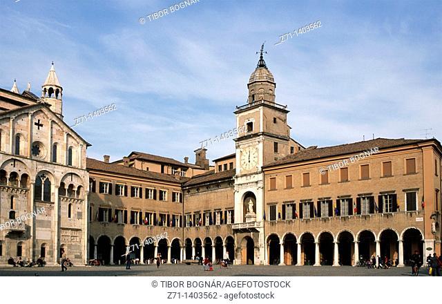 Italy, Emilia Romagna, Modena, Piazza Grande