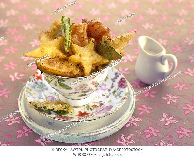 Tempura de frutas con crema al licor de avellanas. / Fruit tempura with hazelnut liqueur cream