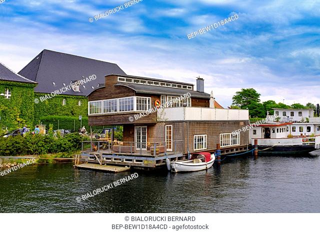 Dania - region Zealand - widok na zabudowania i kanaly dzielnicy Christianshavn Denmark - Zealand region - Copenhagen - panoramic view of the contemporary...
