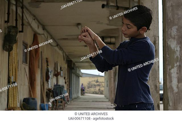 ALLE KINDER DIESER WELT All the Invisible Children Italy 2005 Short Film: 'Ciro', Director Stefano Veneruso, Scene with the little Ciro (DANIELE VICORITO) from...
