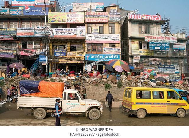 Dust and exhaust gases determine the air on the streets of the Nepali capital Kathmandu.   usage worldwide. - Kathmandu/Nepal