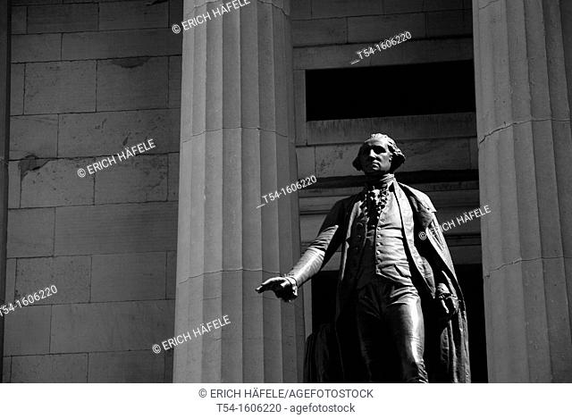George Washington Statue on the Wallstreet in the Morninglight