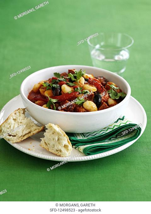 Stew with beans, tomatoes and olives